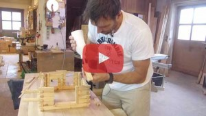 Vogelhaus selber bauen Türfutter verleimen